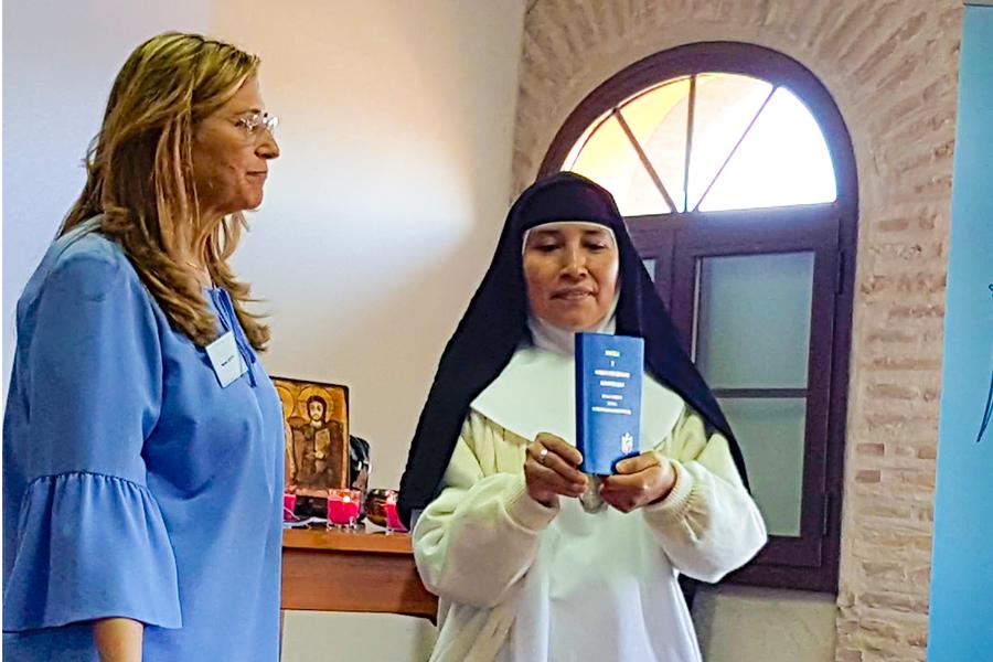 Nieves Cogolludo en curso de formación a religiosas Concepcionistas Franciscanas