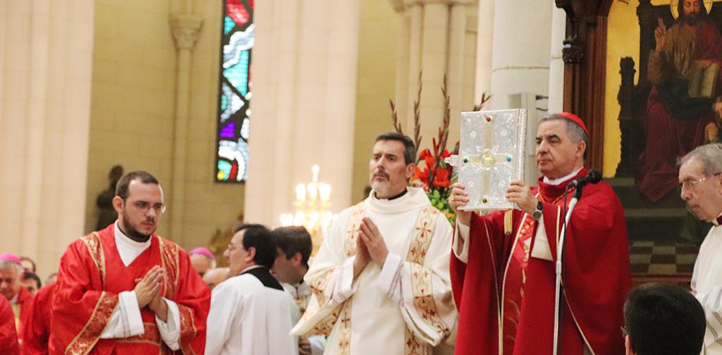 Cardenal Becciu durante la beatificación de martires concepcionistas